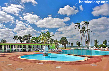 Hotel El Colony Pool