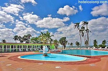 Hotel El Colony Pool